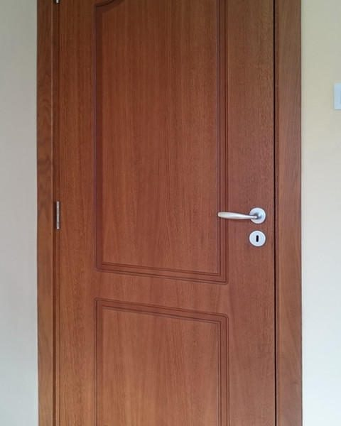 Фурнирована интериорна врата F-004